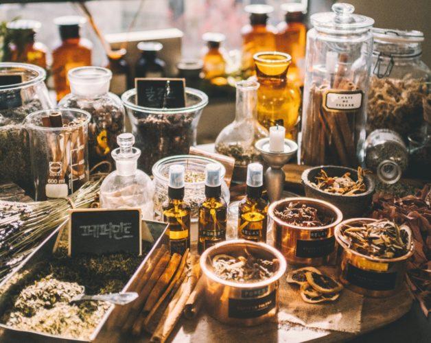 Parfymens beståndsdelar – så är en parfym uppbyggd